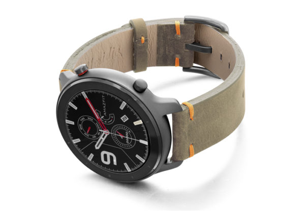 Amazfit-GTR-driedherb-vintage-leather-band-with-displey-on-left