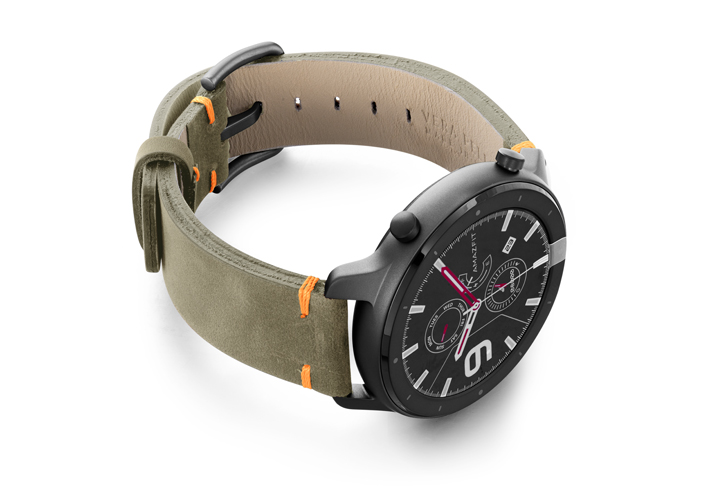 Amazfit-GTR-driedherb-vintage-leather-band-with-displey-on-right