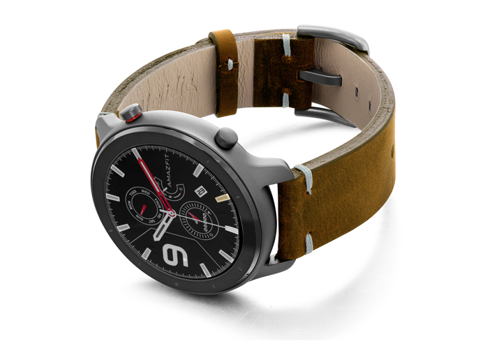 Amazfit-GTR-smoked-walnut-vintage-leather-band-with-display-on-left