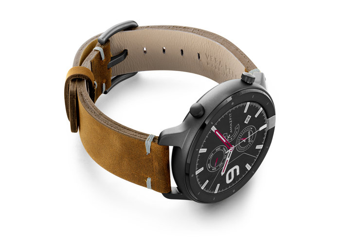 Amazfit-GTR-smoked-walnut-vintage-leather-band-with-display-on-right