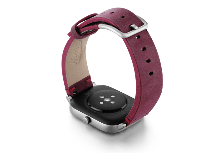 Amazfit-GTS-colonial-red-vintage-leather-band-with-displey-on-right