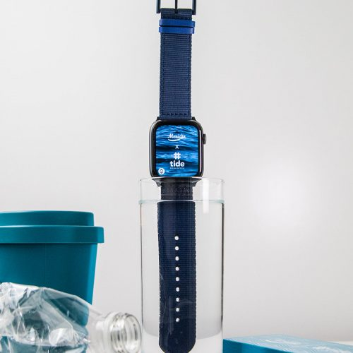 Blue_Marine_Apple_watch_recycled_ocean_bound_plastic_band_in_the_water_cup
