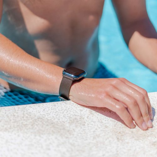 Apple-watch-bronze-tide-band-recycled-ocean-plastic-man-in-a-swimming-pool