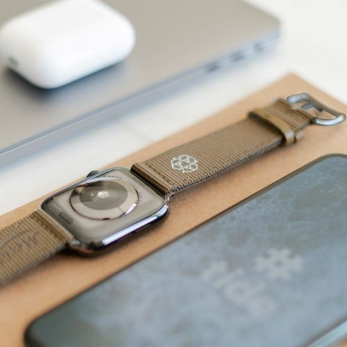Apple-watch-bronze-tide-band-recycled-ocean-plastic-on-back-side-with-focus-on-logo