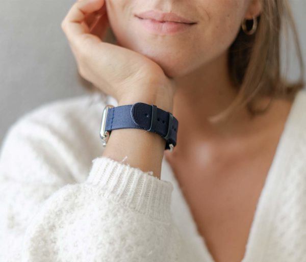 Apple watch-blue-tide-recycled-ocean-plastic-band-female-close-up