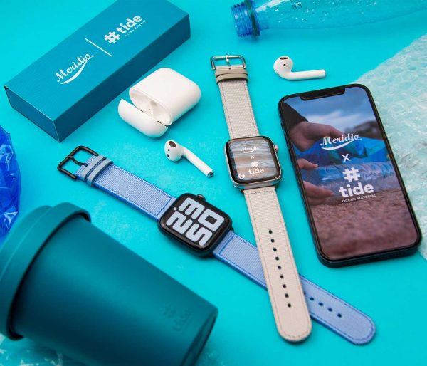 Couple_apple_watch_recycled_ocean_bound_plastic_bands_close_to_a_cup