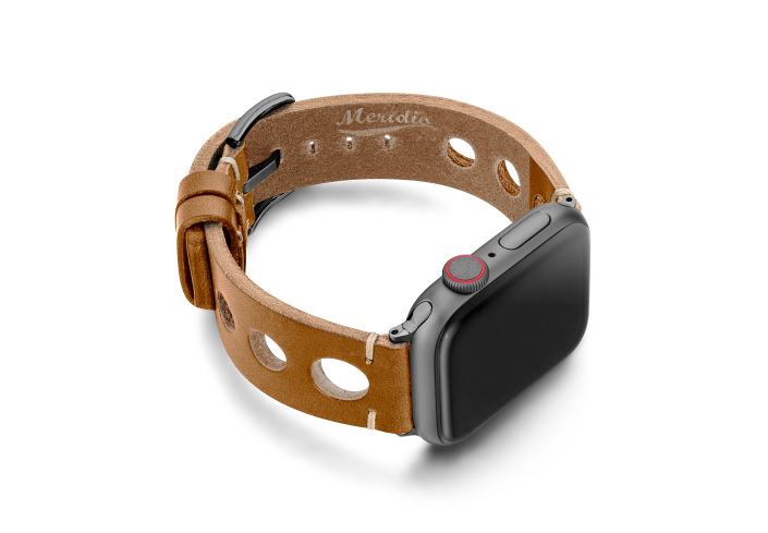 Light-Brown-AW-urban-leather-band-on-left-space-grey-display-on-lright
