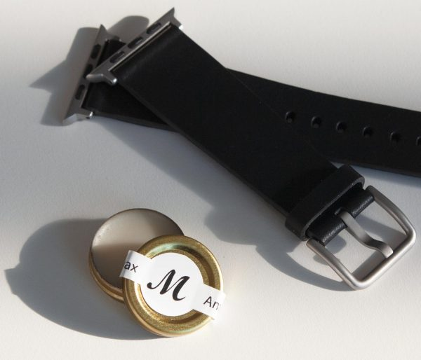 Amazonian_wax_leather_care_close_to_apple_watch_band