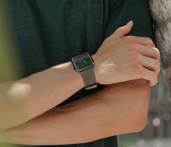 Recycled-green-cotton-apple-watch-band-for-him-lifestyle-closeup
